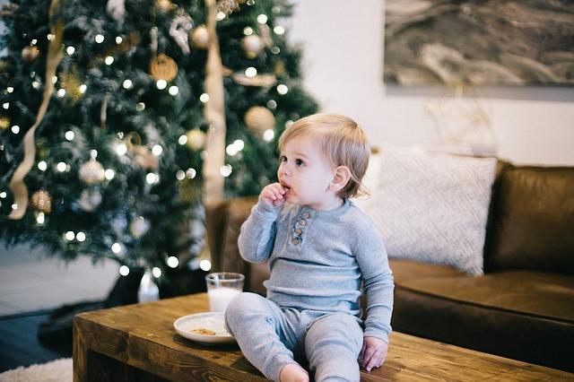 chlapeček u stromečku