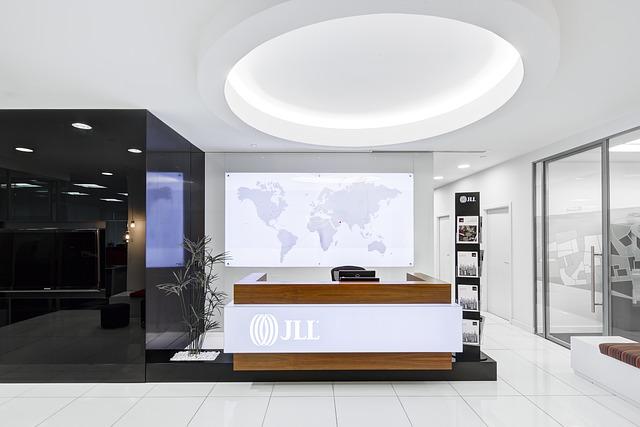 Moderně osvětlená kancelář.jpg