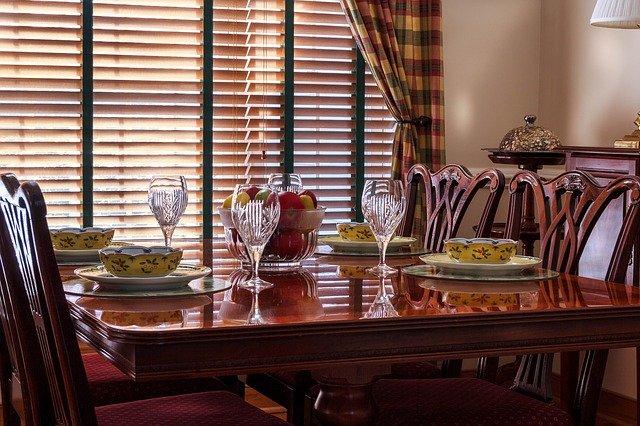 stůl a židle